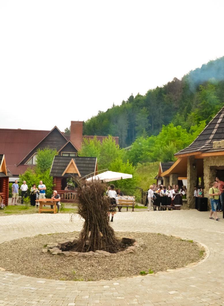 Kolyba, Pavilions, Barbecue